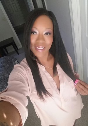 Thessa live escort in Edwardsville Illinois