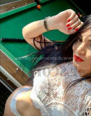 Yacina escort girl
