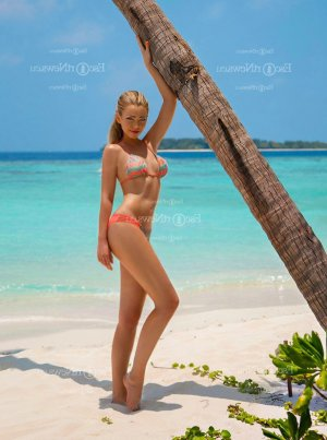 Djelika thai massage and live escort